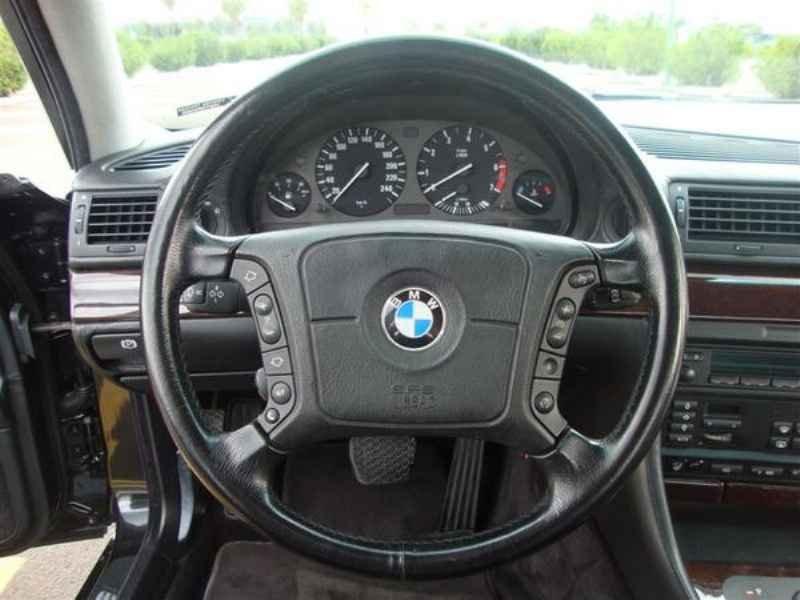 10874 - BMW 750i V12 1995