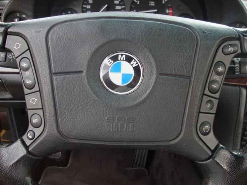 10876 - BMW 750i V12 1995