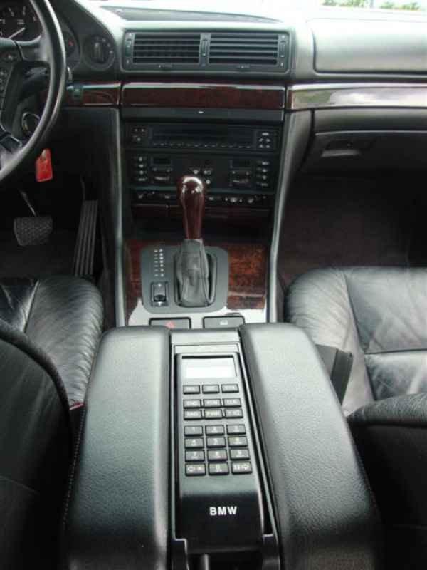 10877 - BMW 750i V12 1995