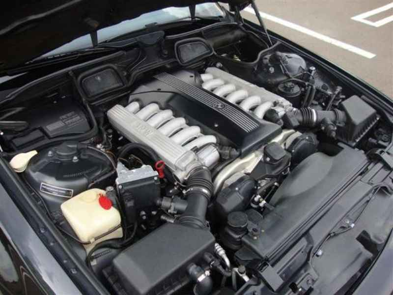 10885 - BMW 750i V12 1995