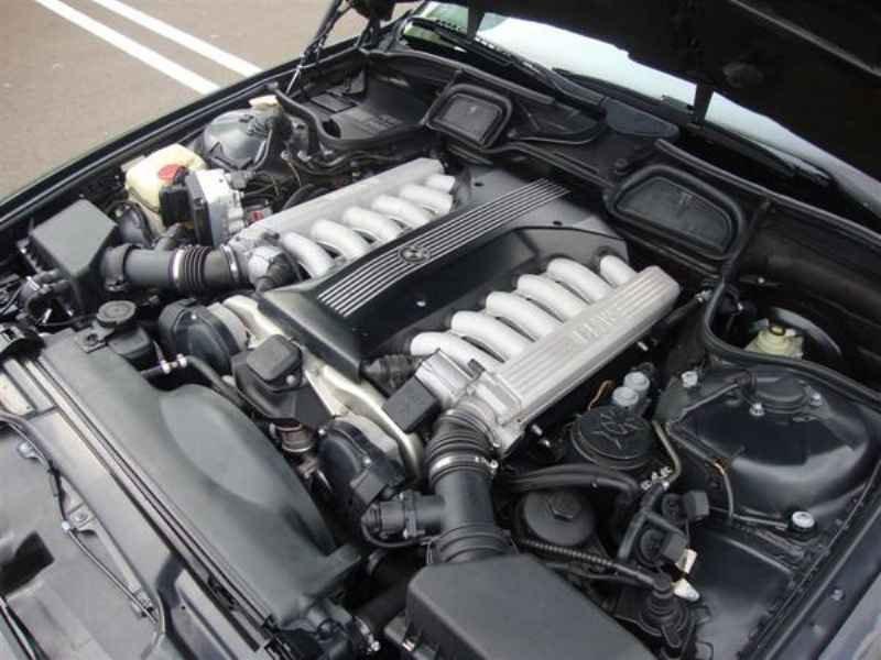 10886 - BMW 750i V12 1995