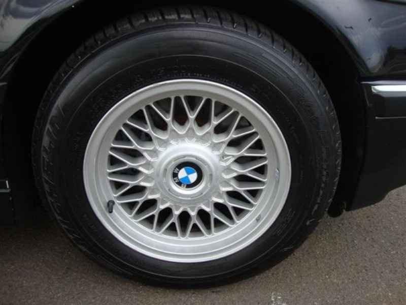 10887 - BMW 750i V12 1995