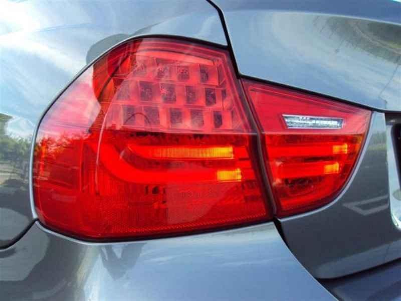10908 - BMW 320 2009
