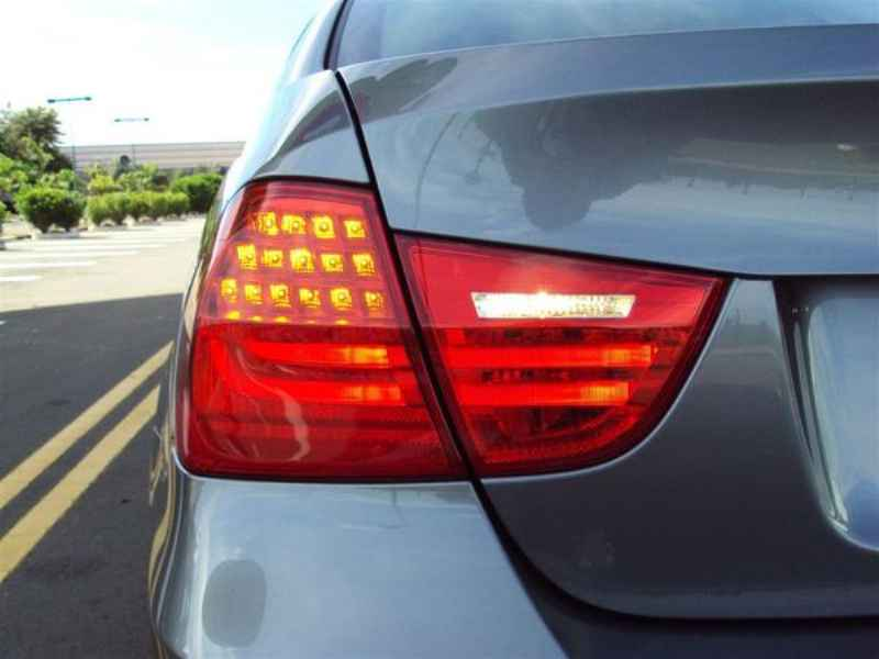 10911 - BMW 320 2009