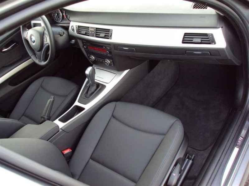 10916 - BMW 320 2009