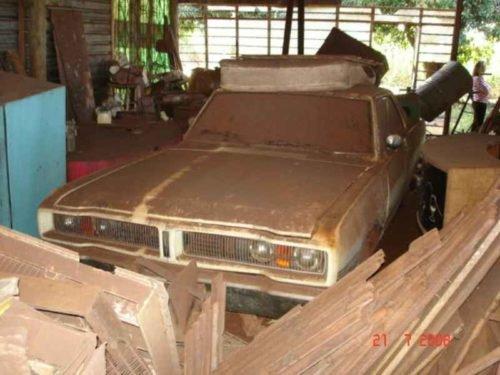 1147 500x375 - Dodge Charge R/T Abandonado
