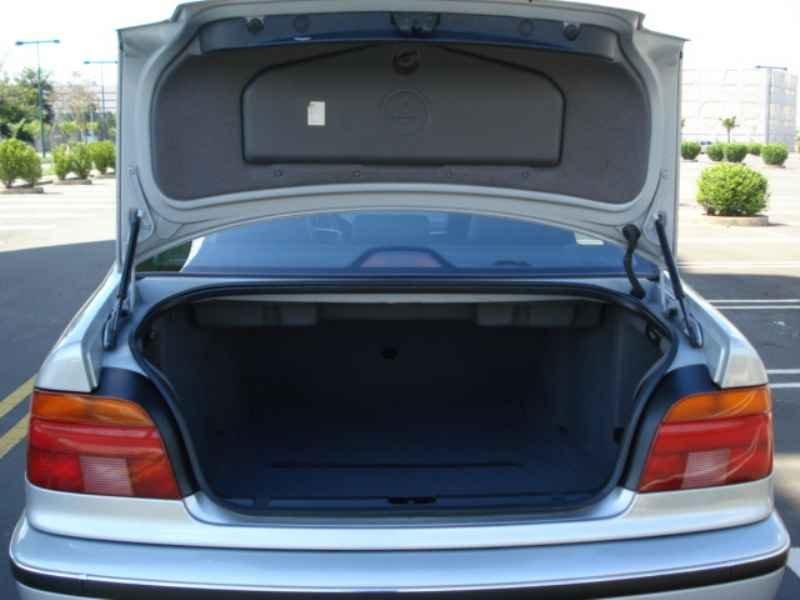 11851 - BMW 528i 1996