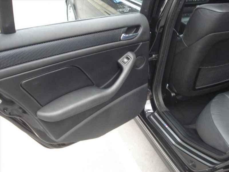15745 - BMW 330i 6CC 2003