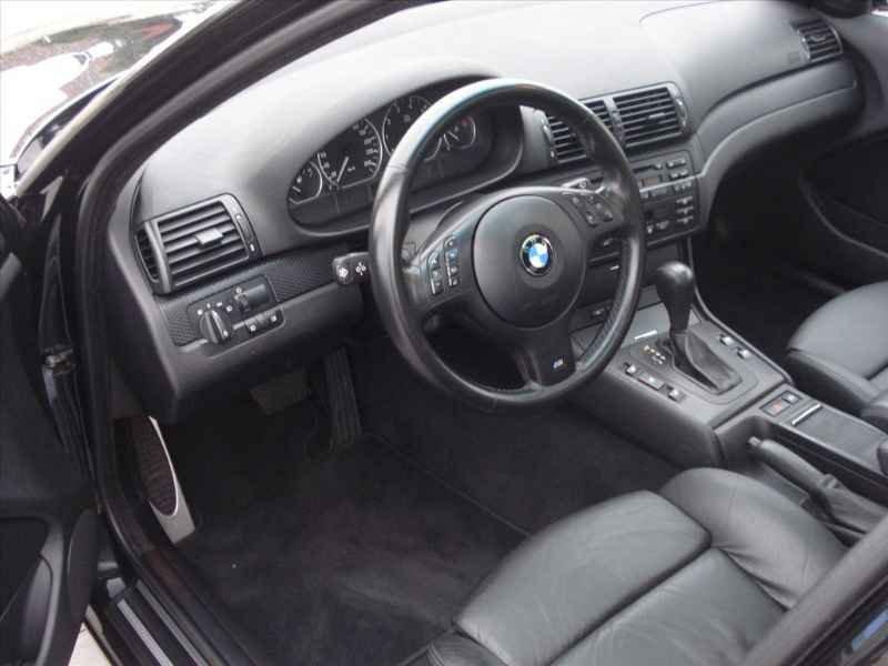15748 - BMW 330i 6CC 2003