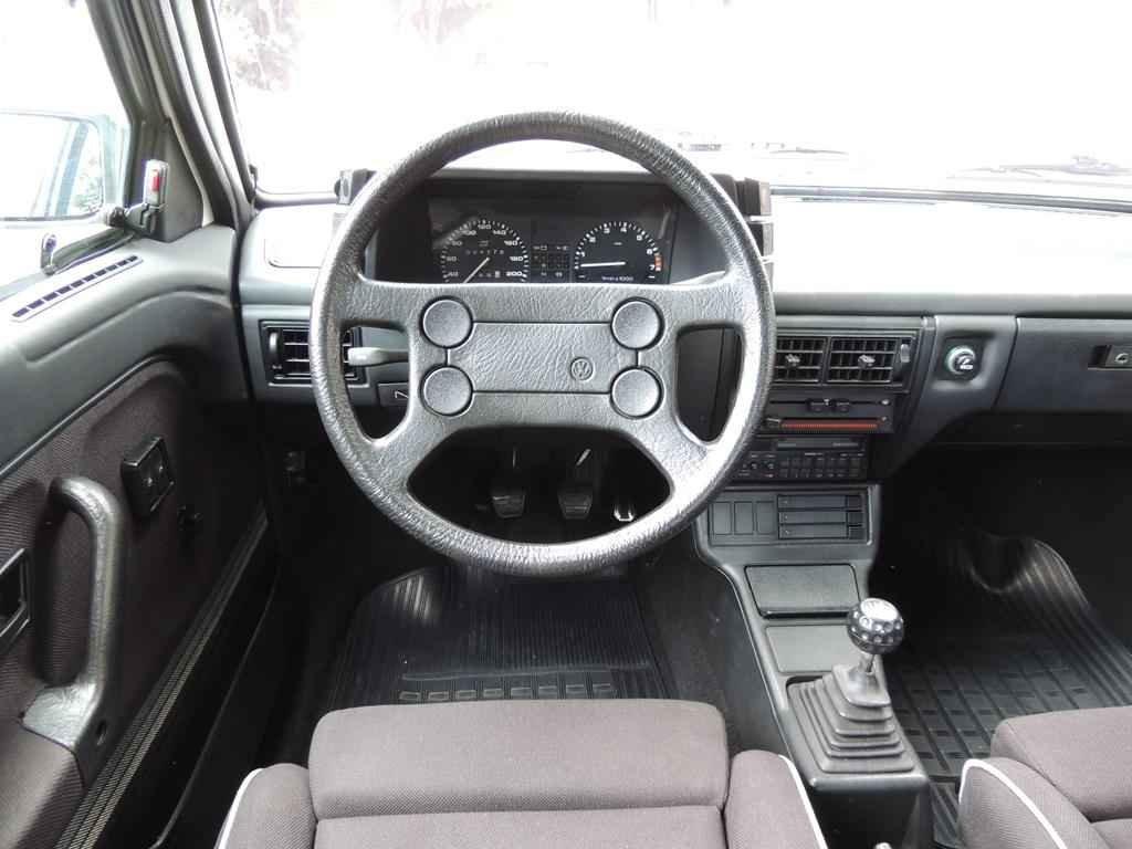 19555 1 - Gol GTS 1990
