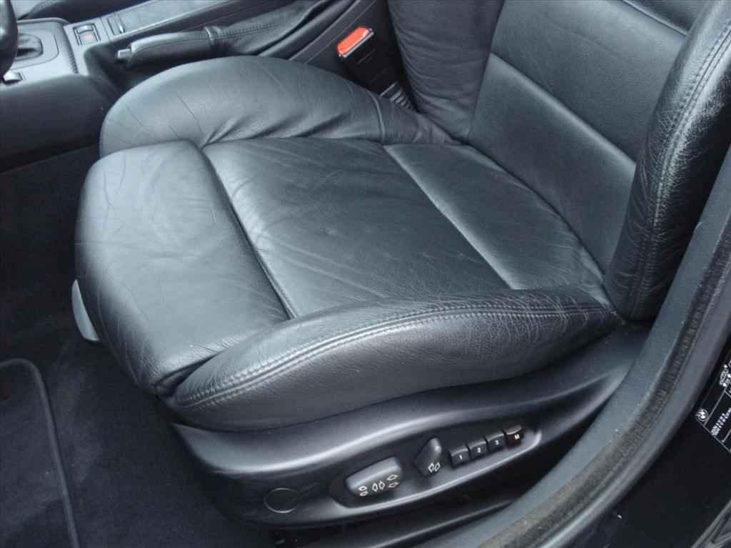 19945 1 - BMW 330i
