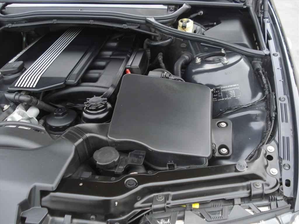 19962 1 - BMW 330i