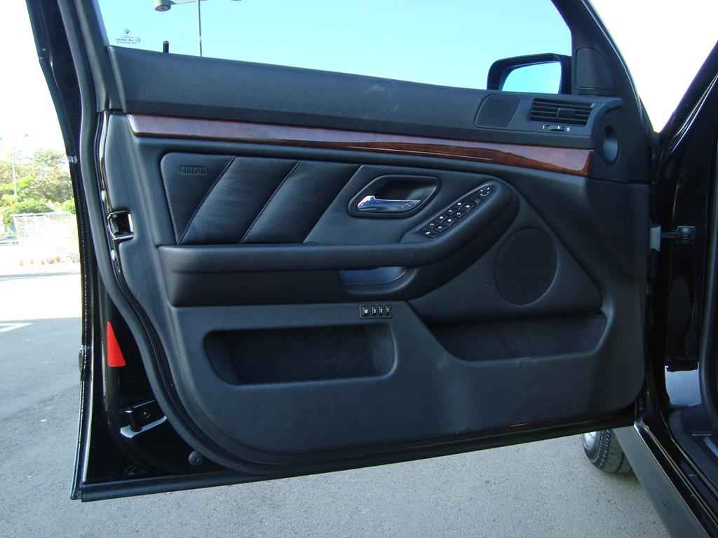 19980 1 - BMW 530i 2001