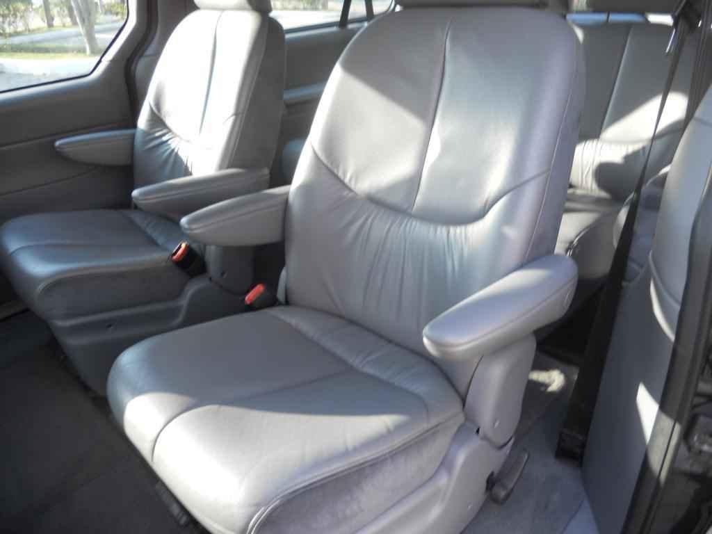 20022 1 - Chrysler Caravan LX 2000
