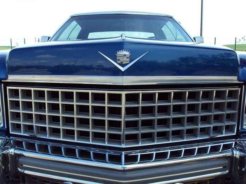 2004 1 - Cadillac de Ville 1974 V8 7.7L