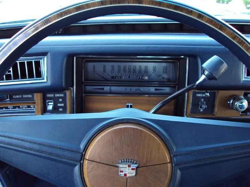 2038 1 - Cadillac de Ville 1974 V8 7.7L