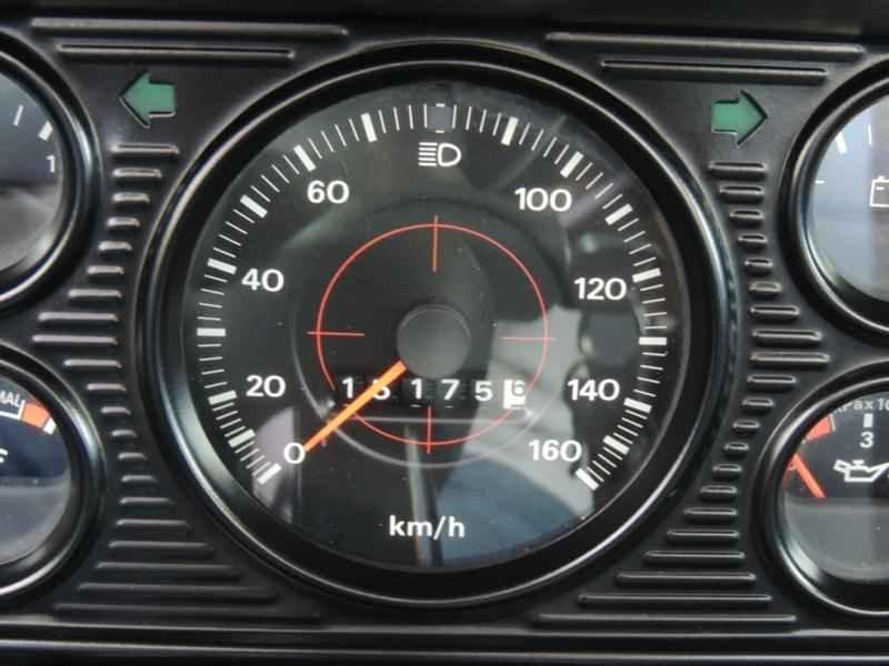 2038 2 - Garagem Camionetes