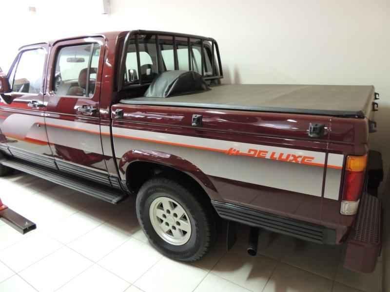 2044 2 - Garagem Camionetes
