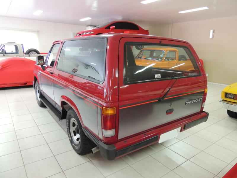 2056 2 - Garagem Camionetes