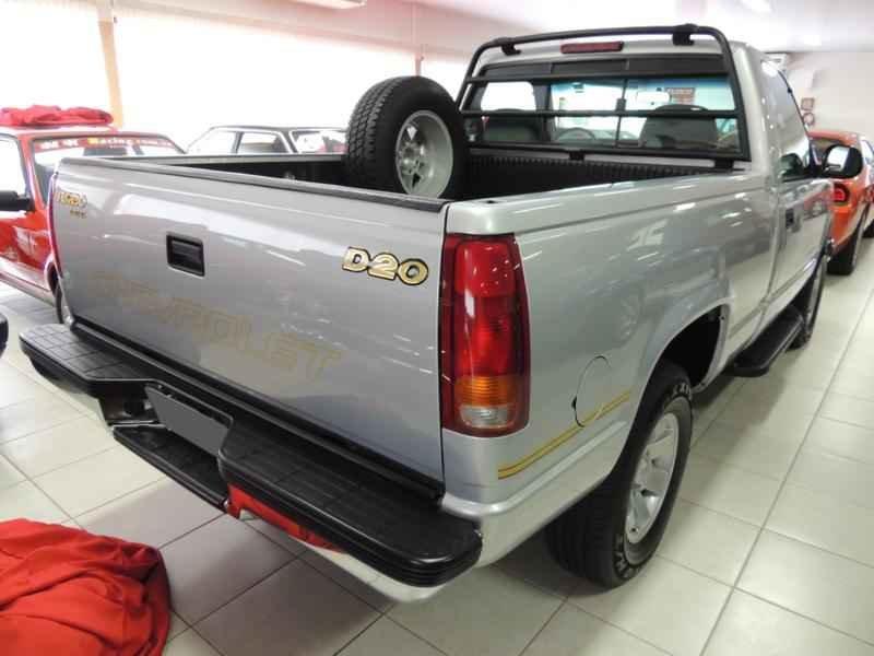 2062 2 - Garagem Camionetes