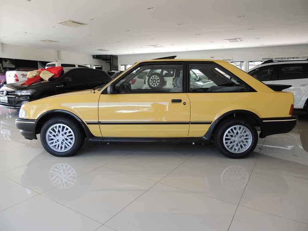 21480 1 - Escort XR3 1989
