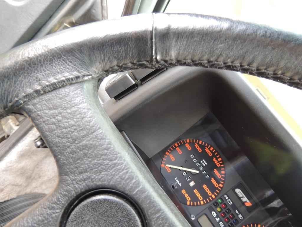 22345 - GOL GTI 1993 com 2.577 km em 2017