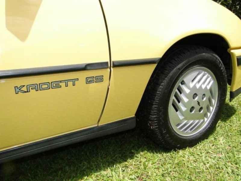 4647 - Kadett GS 1991