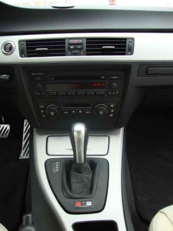 5619 - BMW 325i 2007 SW