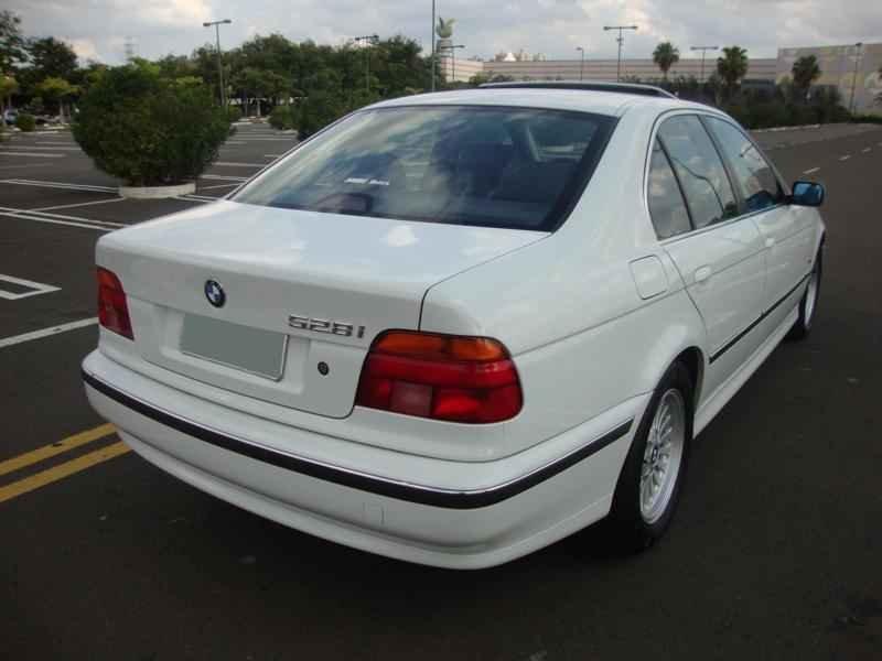 6115 - BMW 528i 1998