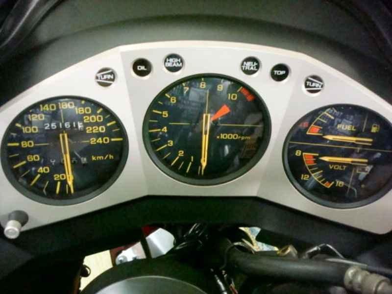 9518 - CBX 750 1989 25.000km