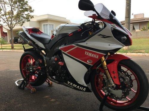 R1 2012 2 500x375 - Yamaha R1 Edição 50 Anos - R$75mil com acessórios de Pista