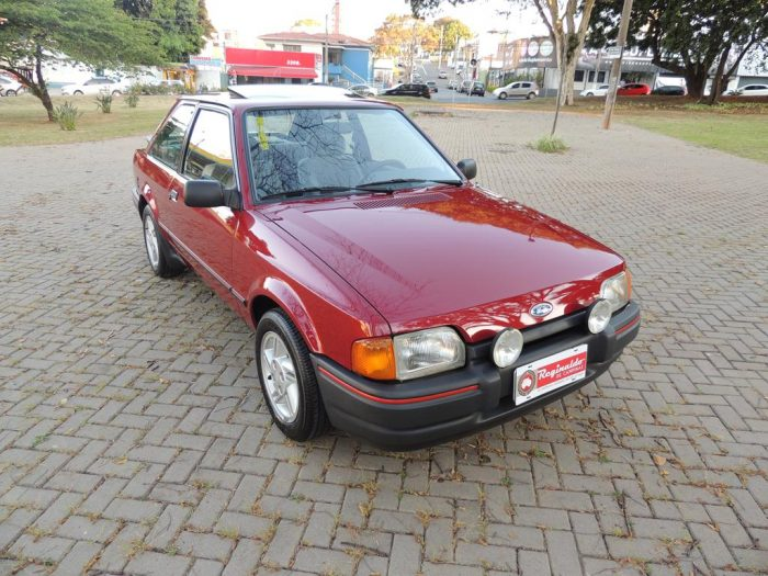 Escort XR3 1989 1 Copy 700x525 - Escort XR3 1989 Ar Cond.*6.000km*